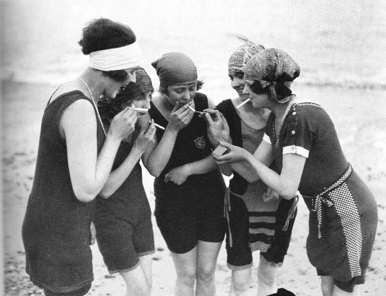 1919-22 c. Naughty flappers
